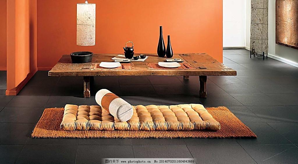 现代简约风格客厅瓷砖铺贴图 抱枕 壁灯 茶几 地面 地砖 仿古砖