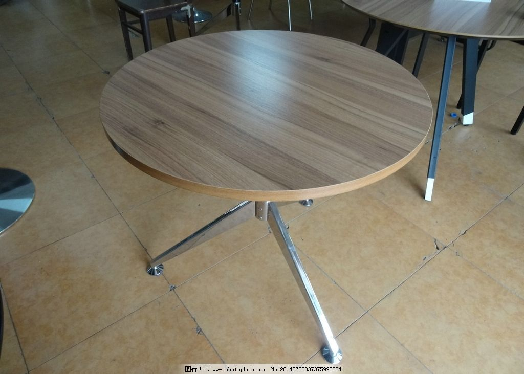 商用钢木圆桌餐桌图片