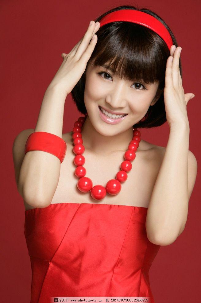 李念时尚红妆短发 李念 演员 短发 发型 美女 短发美女 短发发型 红色
