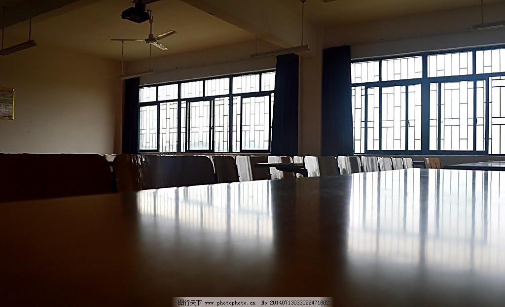 大学教室图片