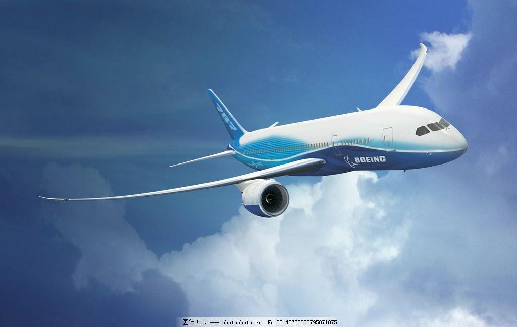 翱翔在空中的大型飞机