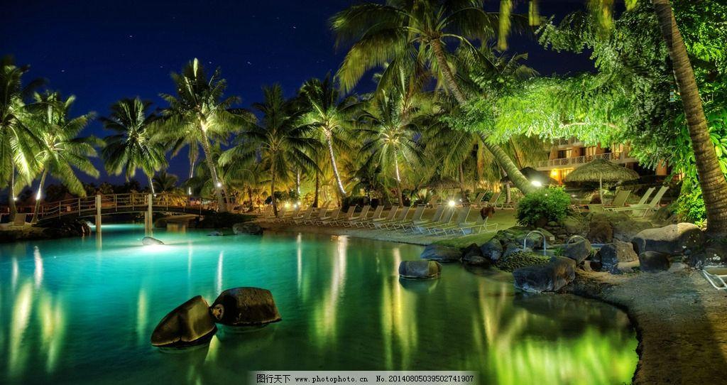 酒店夜景 寂静 灯光 光线 光影 热带树 池水 泳池 沙滩椅 椰子树 星空