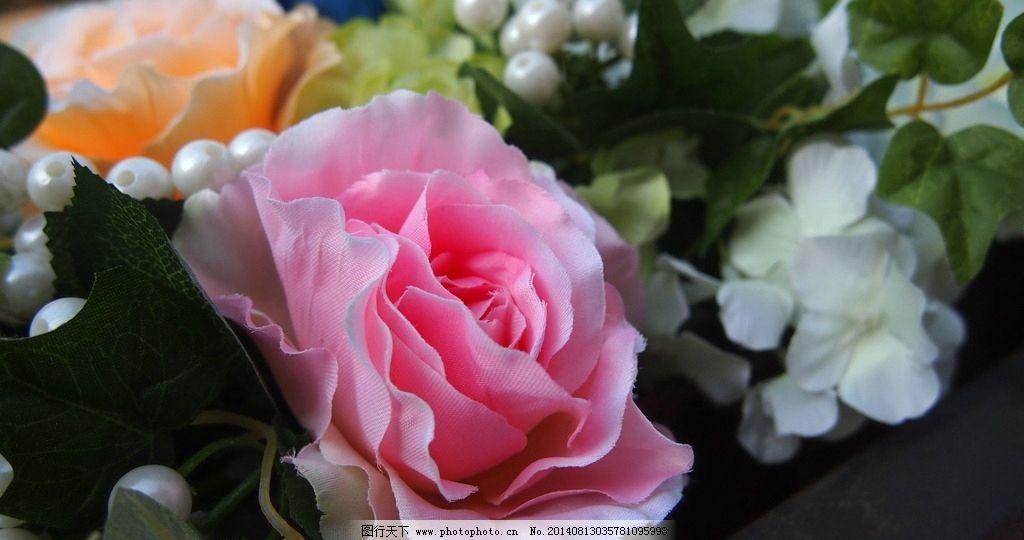 玫瑰花 玫瑰 白色 粉色玫瑰 叶子 绿色 花朵 摄影 假花 布艺 花艺