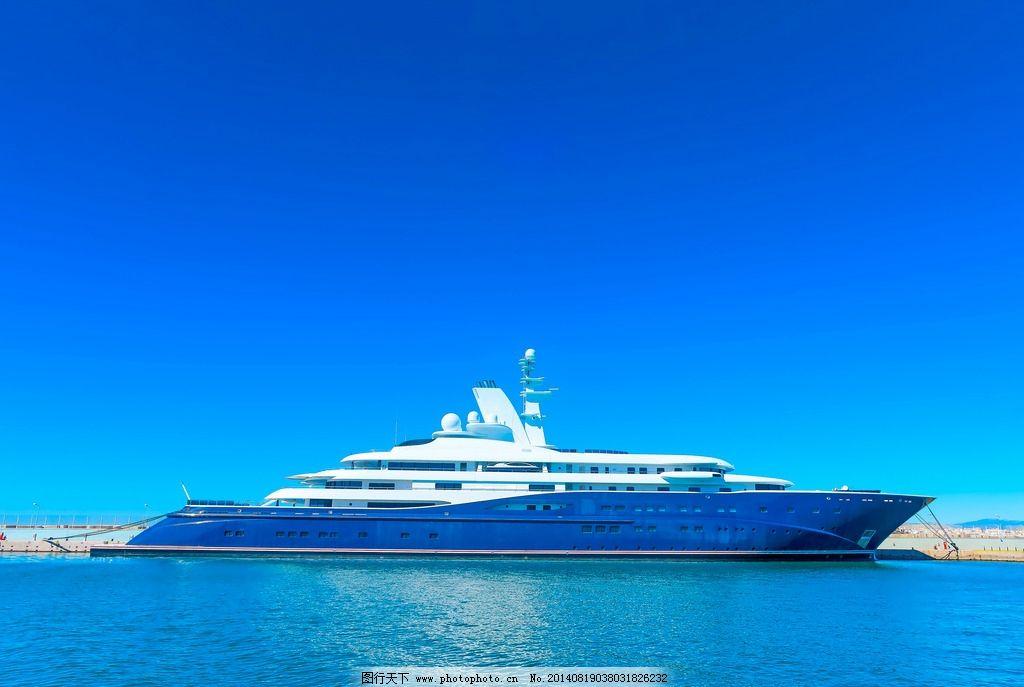 游艇 豪华游艇 快艇 大海 海面 行驶 私人游艇 富豪 船只 交通工具
