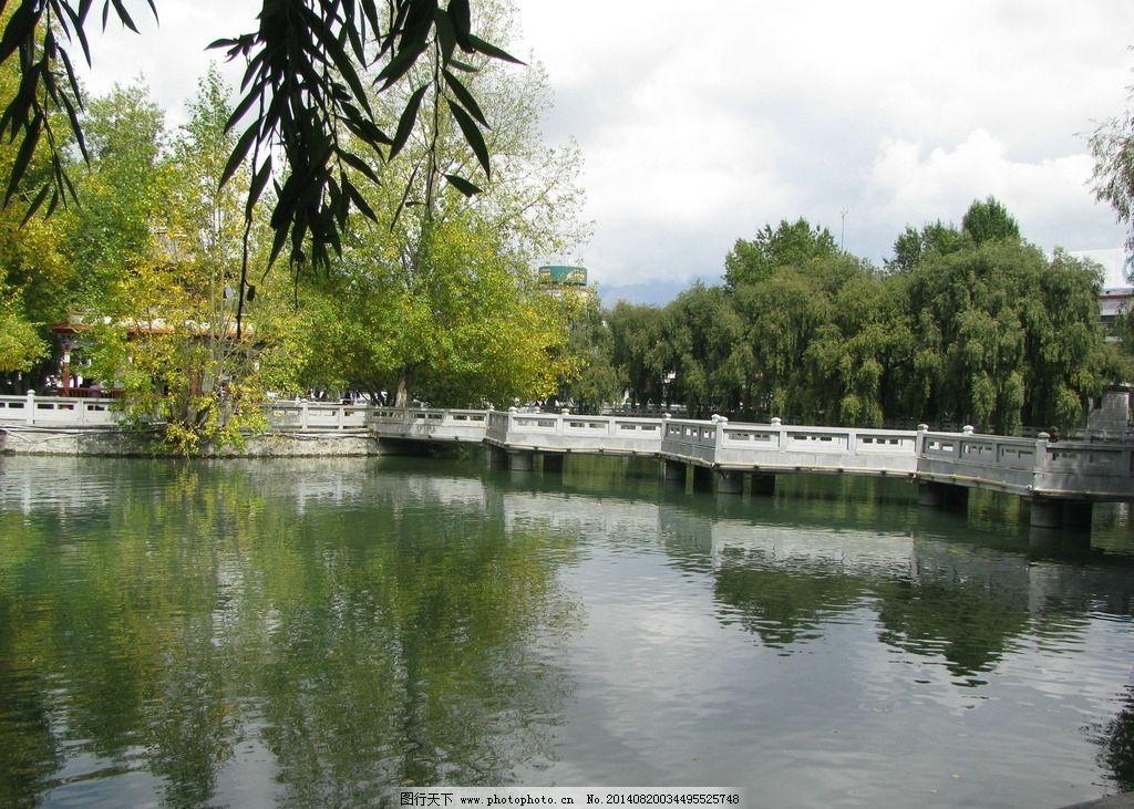 西藏广场池塘