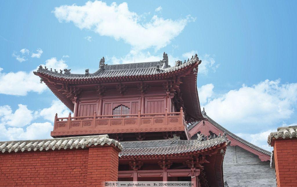 寺庙的角楼 寺庙 红墙 角楼 传统 建筑 木结构 木雕 蓝天 白云 中式