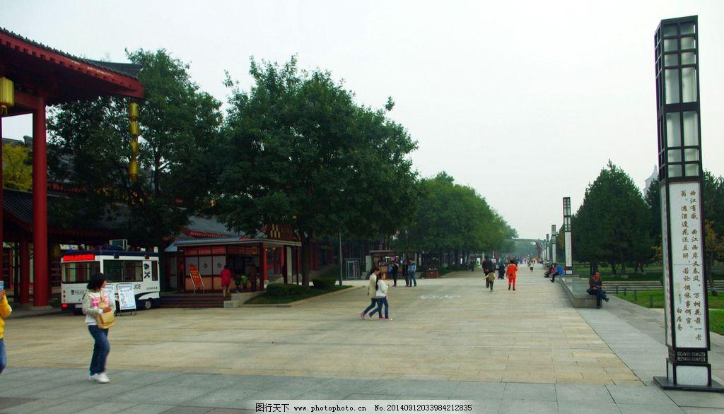 西安大雁塔 大雁塔广场 广场通道 宽敞大道 雁塔风景带 绿化带 灯箱
