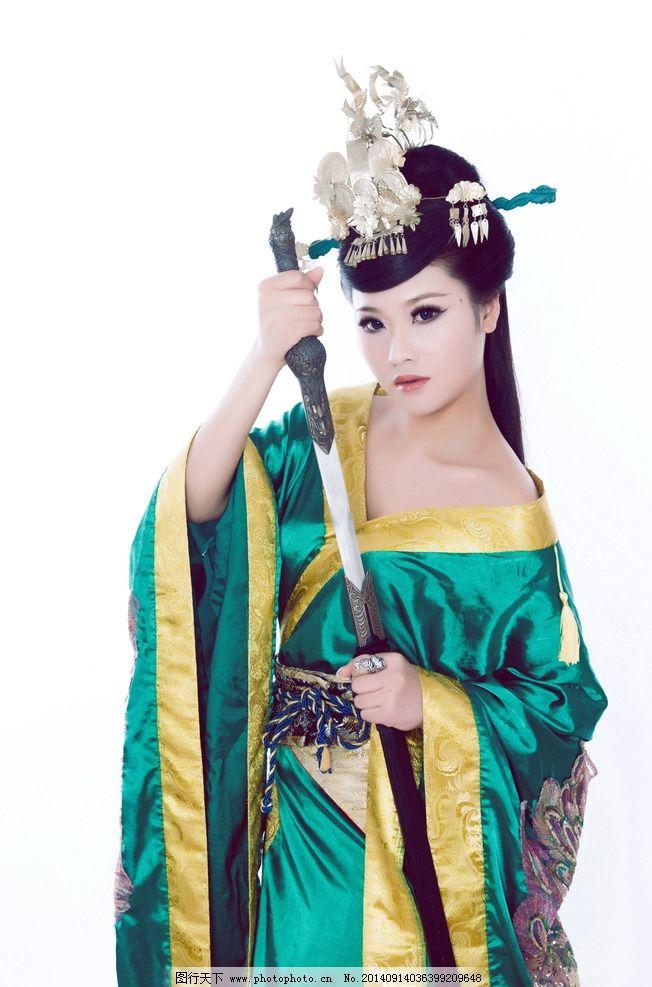 古装美女 剑 艺术写真 美女 美女摄影 唯美 古装 汉服 银饰 人物摄影图片